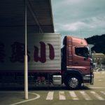 トラックの積荷に振動が・・・ トラックは超高級車!